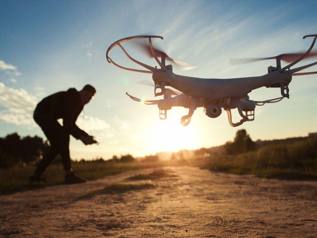 Безпілотники та робототехніка